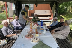 Setkání seniorů u tradiční vaječiny